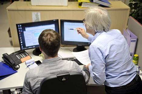 Elinkeinoelämän tutkimuslaitoksen Etlan tutkimuksen mukaan sosiaaliset ja ulospäin suuntautuneet henkilöt päätyvät todennäköisemmin työskentelemään julkiselle sektorille.