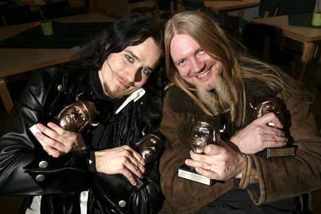 Tuomas Holopainen ja Marco Hietala Emma-gaalassa Helsingin Kulttuuritalolla vuonna 2005. Nightwish oli gaalan suurin voittaja yhdessä Jonna Tervomaan kanssa.