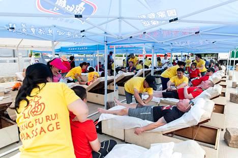 Kiinan muuri -maraton on työteliäs päivä myös hierojille. Maraton juostiin viime lauantaina.