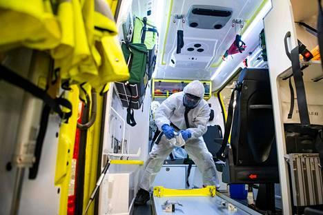 Ambulanssia desinfioitiin sen jälkeen, kun potilas oli toimitettu teho-osastolle Danderydin sairaalaan Tukholman lähistöllä 13. toukokuuta.