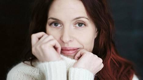 Esikoiskirjailija Soili Pohjalaisen koreilematon kieli tekee universaaleista tunteista tuoreita.
