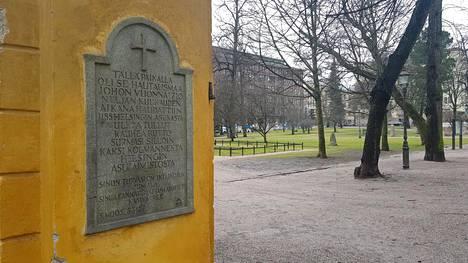 Helsingin Vanhankirkon puisto tunnetaa ruttopuistona.