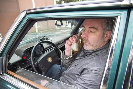 Somerolainen Harri Paikkari on ajanut miljoonia kilometrejä matkanneella Mercedes-Benzillään tänäkin kesänä.