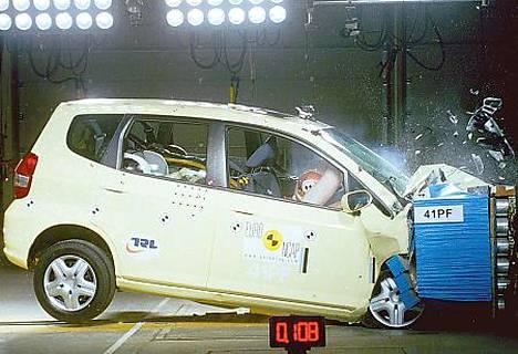 Kuljettajaa avustavat uudet turvajärjestelmät yleistyvät
