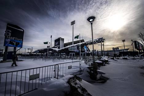 NFL-joukkue Buffalo Billsin kotistadion New Era Field talvisessa valossa. Stadion sijaitsee kaupungin keskustan ulkopuolella.