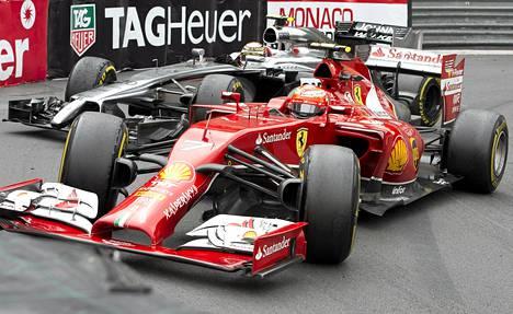 Kevin Magnussen ja Kimi Räikkönen kolaroivat Monacossa.