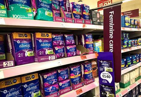 Britanniassa monilla naisilla on vaikeuksia maksaa kuukautissuojia. Skotlanti on pyrkinyt helpottamaan tilannetta uusien lakien avulla.
