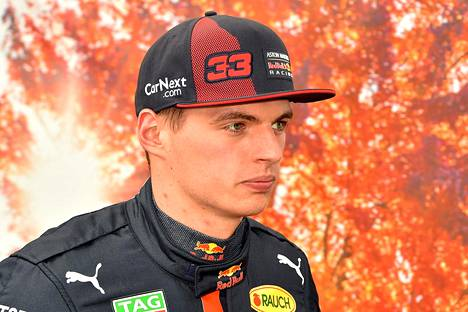 Red Bull -tallin hollantilainen kuljettaja Max Verstappen kokeili virtuaalista F1-kisaa jo viime viikonlopun aikana Melbournen radasimulaatiolla.