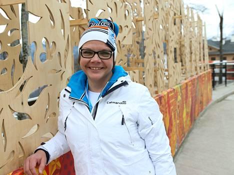 Ennen pujottelukisaa Katja Saarista vielä hymyilytti.