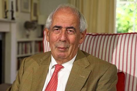 Monien kuuluisuuksien elämäkertoja kirjoittanut Tom Bower teki Boris Johnsonin epävirallisen elämäkerran noin vuodessa. Bower on kuulemma tavannut Johnsonin useinkin juhlissa, mutta syvällisiä keskusteluja miehet eivät ole käyneet.
