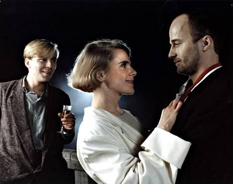 Vuoden 1985 Suuri illusioni -elokuvan pääosissa olivat Pekka Valkeejärvi (vas.), Stina Ekblad ja Markku Toikka.