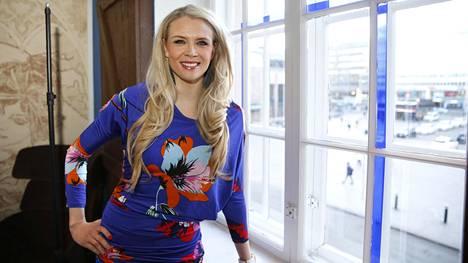 Yleisradion Puoli seitsemän -ohjelman jättänyt Susanna Laine juontaa jouluaaton maratonlähetyksen Ylellä.