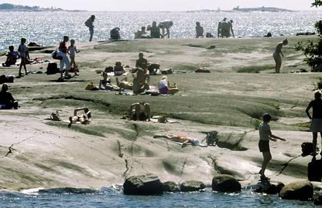 Helle keräsi ihmisiä Helsingin Uunisaareen heinäkuussa 2003.