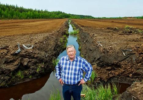 Hannu Haavikon mukaan hänen turvesuoltaan tuleva vesi on puhtaampaa kuin viereisen luonnontilaisen suon.