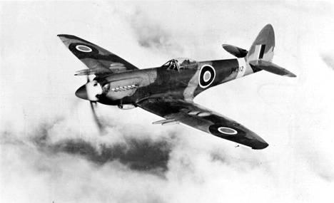Eräs myöhäisempi versio maailmankuulusta brittiläisestä Spitfire-hävittäjästä.
