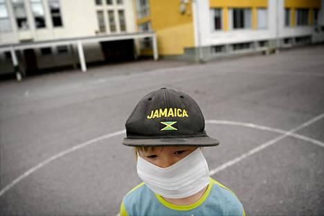 Lopullisen päätöksen koululaisten ja esikoululaisten maskien käytöstä tekevät kunnat.