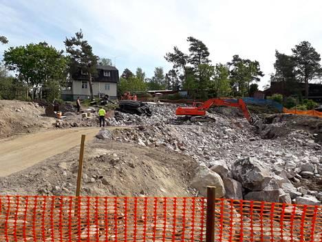 Rivitaloa rakennettiin Sepeteuksentiellä toukokuussa 2019. Mikko Ampujan kotitalo näkyy takana vasemmalla.