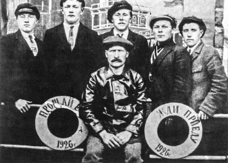 Muurmannin rantojen suomalaisia kalastajia 1920-luvulla. Kirjan kuvitusta.