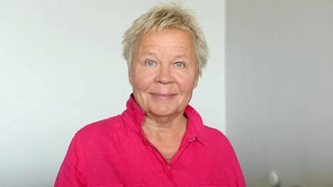 Ulla Tapaninen on esittänyt urallaan sekä koomisia että vakavia rooleja. Hän on suomalaisen stand upin edelläkävijöitä.