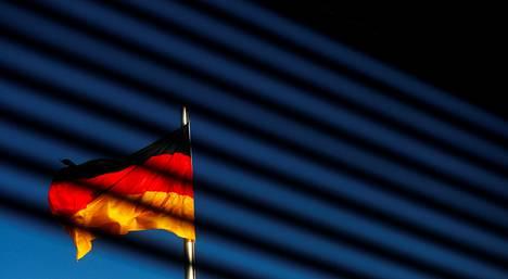 Saksan lippu liehui parlamenttitalon edustalla Berliinissä marraskuun alussa.