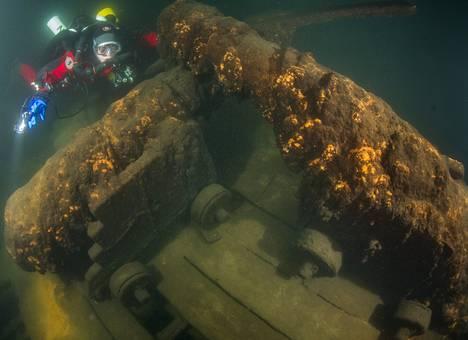 Badewanne-sukeltajaryhmä on tutkinut Porvoon vesialueella sijaitsevaa hylkyä, josta on varastettu esineitä. Noin 36 metriä pitkässä aluksessa on ollut kaksi tykkikantta.