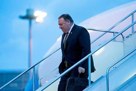 Pohjois-Koreassa vieraillut Yhdysvaltain ulkoministeri Mike Pompeo laskeutui Tokioon Japaniin lauantaina.