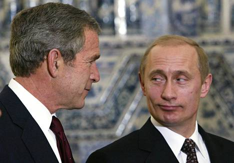 Yhdysvaltain presidentti George W. Bush ja Venäjän presidentti Vladimir Putin tapasivat marraskuussa 2002 Pietarissa. Noihin aikoihin Venäjä ja Yhdysvallat vannoivat uuden keskinäisen luottamuksen ajan koittaneen.