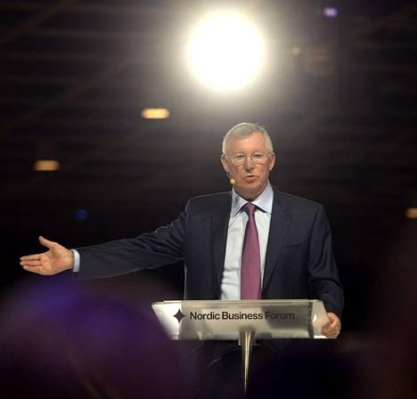Sir Alex Ferguson puhui perjantaina Helsingin Pasilassa liike-elämän seminaarissa.