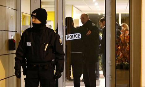 Ranskan poliisi eristi maanantai-iltana alueen, jolta epäiltiin löytyneen räjähdevyö.