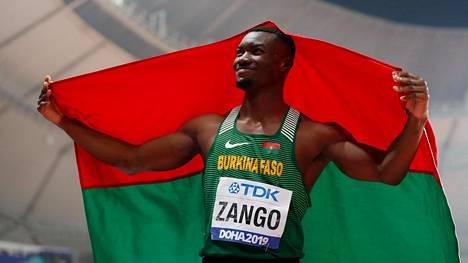 Burkina Fason Hugues Fabrice Zango tuuletti MM-pronssia Dohassa syyskuussa 2019. Lauantaina Zango hyppäsi kolmiloikan sisäratojen maailmanennätykseksi lukemat 18,07.