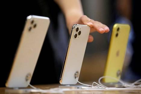 Tiettyjen kalliiden älypuhelimien varastot saattavat tyhjentyä jo lähiviikkoina Kiinan komponenttipulan takia, ennustaa S-ryhmän sisäänostaja.