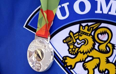 Minskin Leijona-mitalin väri on hopea.