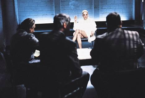 Sharon Stone kertoo ensimmäistä kertaa, miten kuuluisa kohtaus syntyi Basic Instinct -elokuvassa.