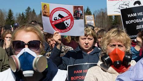 Mielenosoittajat vaativat Jadrovon kaatopaikan sulkemista Volokolamskissa Moskovan länsipuolella.