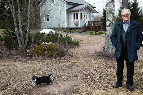 Seppo Nikkanen putosi Kouvolan valtuustosta varasijalle. Perussuomalaisten kannatus romahti Kouvolassa edellisvaaleissa ja ryhmä kutistui 11:stä valtuutetusta viiteen.