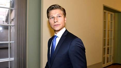 Antti Häkkänen perustuslakivaliokunnan kokouksen jälkeen perjantaina 14. helmikuuta.