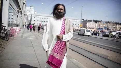 Intialaisguru Sri Sri Ravi Shankar vieraili alkuviikolla Suomessa. Edellisestä vierailusta ehti vierähtää kymmenen vuotta.