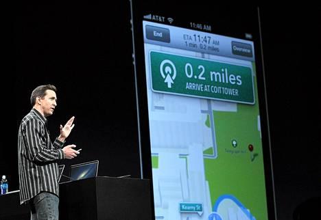 Applen Scott Forstall esitteli uutta karttapalvelua San Franciscossa maanantaina.