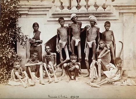 Sotilaskuvaaja Willoughby Wallace Hooper ikuisti elämää ja kuolemaa Bangaloressa ja muualla Intiassa vuoden 1876–1878 suuren nälänhädän aikaan.