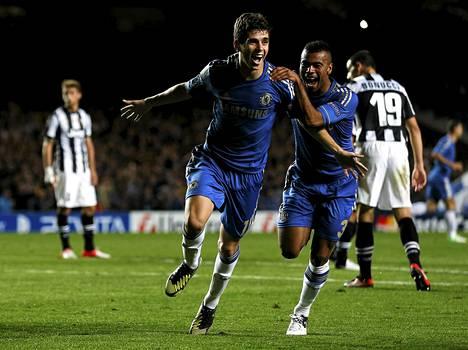 Chelsean Oscar juhli maalia Ashley Colen kanssa Mestarien liigan ottelussa Juventusta vastaan.