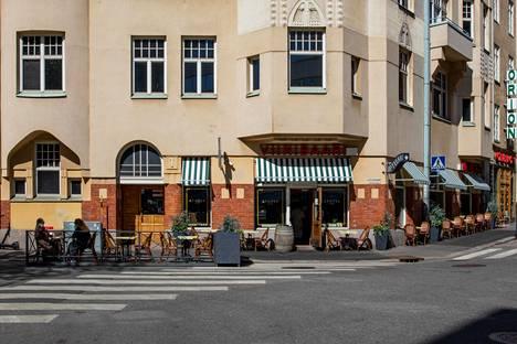 Viinibaari Apotek toimii entisessä apteekissa Helsingin Kampissa. Apotek avasi ovensa kesäkuussa.