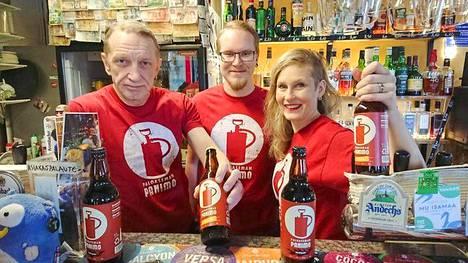 Pekka Montin, Aleksi Montin ja Salla Siukonen ovat One Pint Pubin nykyisiä omistajia.