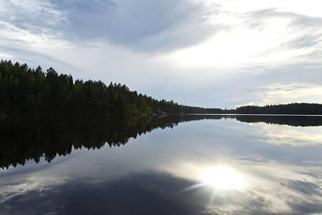 Isojärven kansallispuisto sijaitsee Kuhmoisissa, Tampereen ja Jyväskylän puolivälissä.