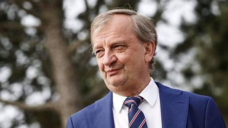 Kansanedustaja Hjallis Harkimo kertoi, että hän on menettänyt ajokorttinsa.