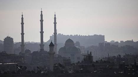 Aleppon keskustan siluettia hallitsee keskustan vanha linnake.