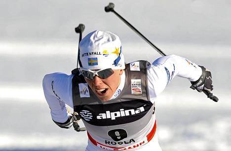 Charlotte Kalla on mukana Tour de Ski -hiihtokiertueella.