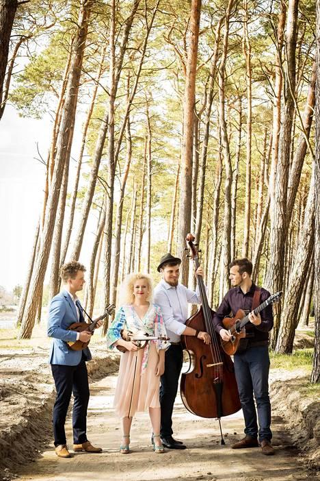 Virolainen kansanmusiikkiyhtye Curly Strings tähdittää Keravan TE!Fest-musiikkitapahtumaa.