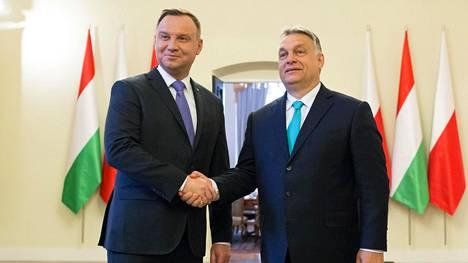 Puolan presidentti Andrzej Duda (vas.) ja Unkarin pääministeri Viktor Orbán kuvattuna tapaamisessaan Varsovassa vuonna 2018.
