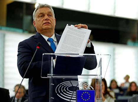 """Unkarin pääministeri Viktor Orbán puolusti tiistaina Ranskan Strasbourgissa oikeistopopulistisen hallituksensa politiikkaa kovin sanoin. """"Teillä on suuri vastuu. Haluatte sulkea yhden kansan pois eurooppalaisesta päätöksenteosta"""", hän sanoi Euroopan parlamentille."""
