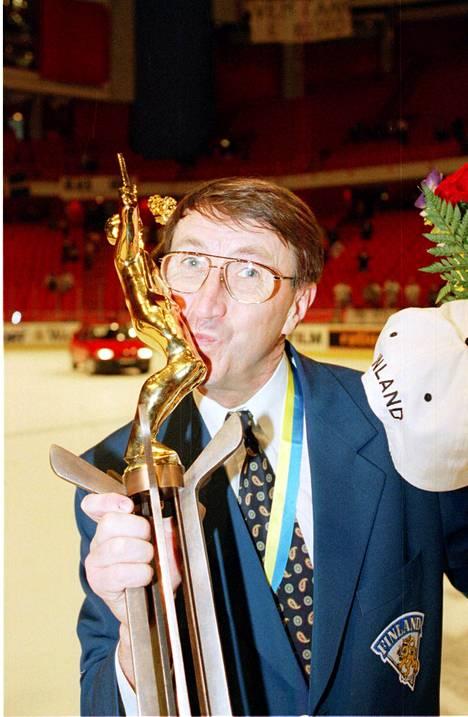 Ruotsalainen Curt Lindström valmensi ensimmäistä kultajoukkuetta.